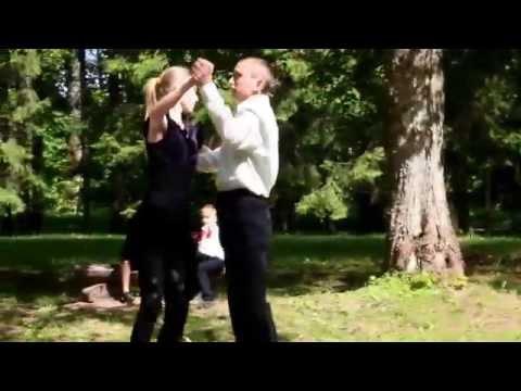 Mazo dejotaju 5 gadu jubileja