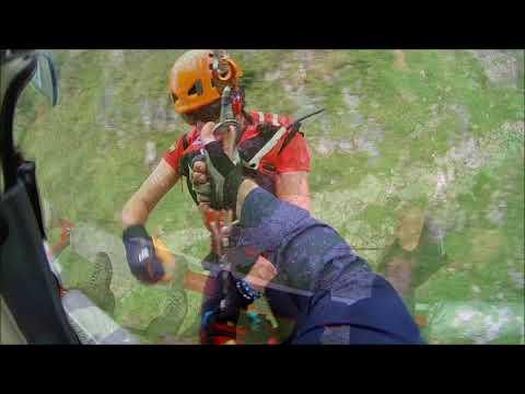 Rescate de una mujer y un menor en el cauce Coardes de Picos de Europa
