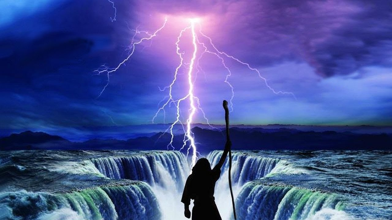 Moses Parts the Red Sea - YouTube
