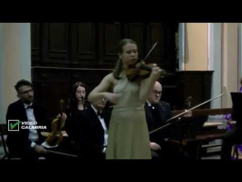 SERVIZIO TG - La giovanissima violinista olandese Hawijch Elders incanta - 12 Dic. 201