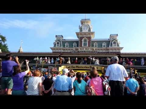 Walt Disney World: Magic Kingdom Daily Rope Drop 2012