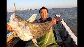 阿烽在大浪里抓到巨鲈,发个朋友圈立马被人抢了,卖了1400发财了