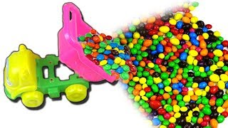 A small machine brings candy for children. Children's music.  Children's song.
