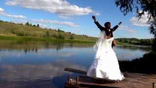 Любовь должна быть такой, что свадьбу хотелось праздновать, а не играть :)