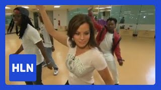 Repeat youtube video Robin Meade bustin' moves over busted bracket