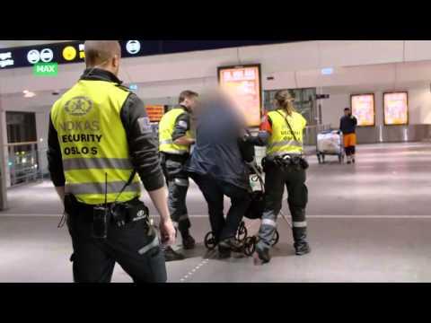 Aggressiv mann med rullator blir fjernet fra Oslo S
