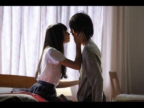 新人女優、小松菜奈の映画『渇き。』でのキスシーンを集めた予告映像。