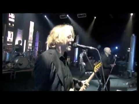 R.E.M. Supernatural Superserious live 2008 Paris France HQ