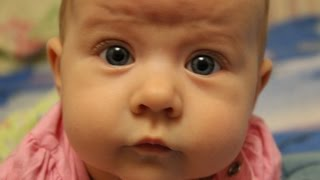 Смотреть видео что делает малыш в 4 месяца