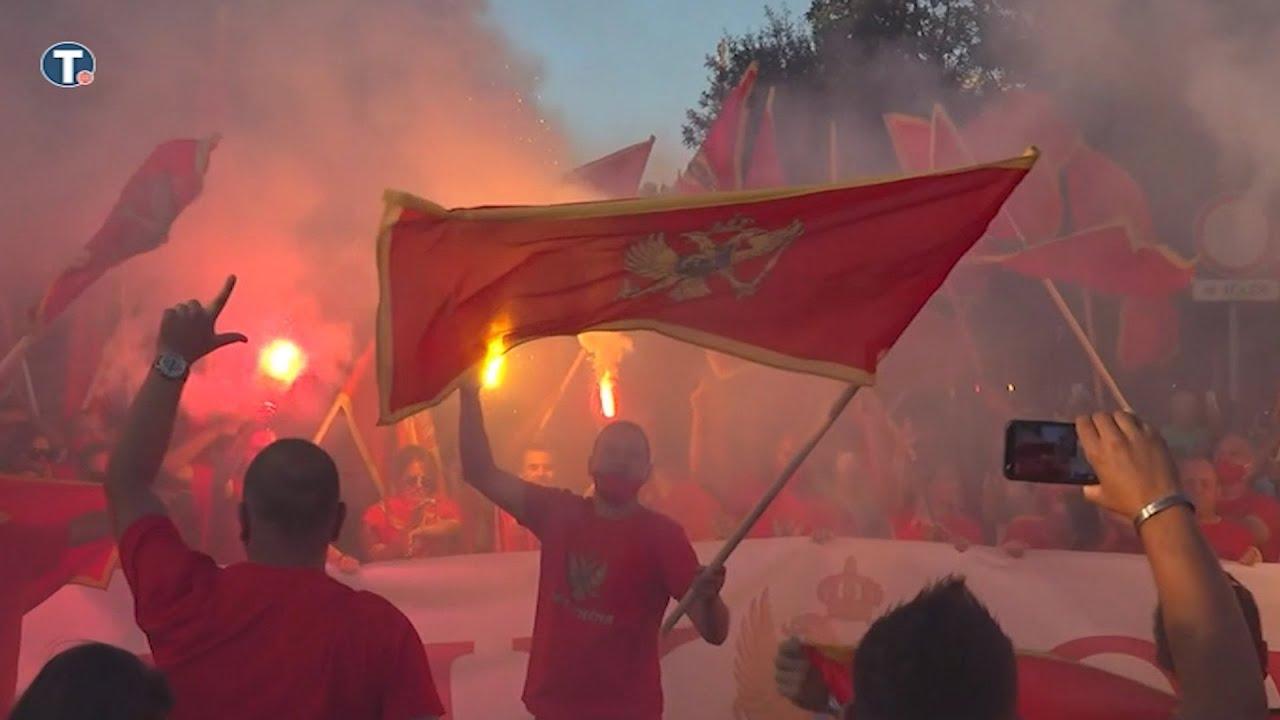 Download Hiljade građana na Trgu nezavisnosti u Podgorici
