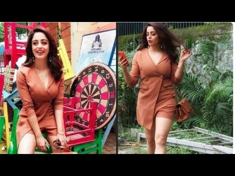 Kapil Sharma's former co-star Neha Pendse appears gorgeous in her nude brown dress thumbnail