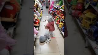 Погром в отделе игрушек 🤯Mayhem In The Toy Department😹장난감 부서의 신체 상해🤯#Shorts
