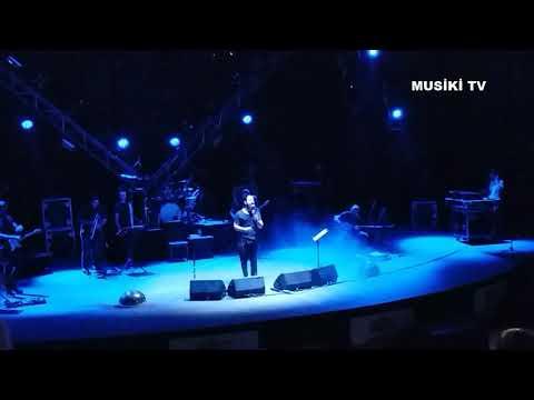 KORAY AVCI ... küfürlerimiz var fazlası yok (konserde)