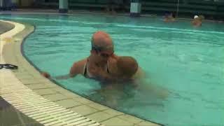 Как научить ребенка плавать   УРОК 3 НОГИ КРОЛЬ