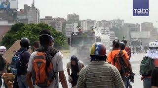 Десятки человек пострадали за день протестов в Венесуэле, есть жертвы
