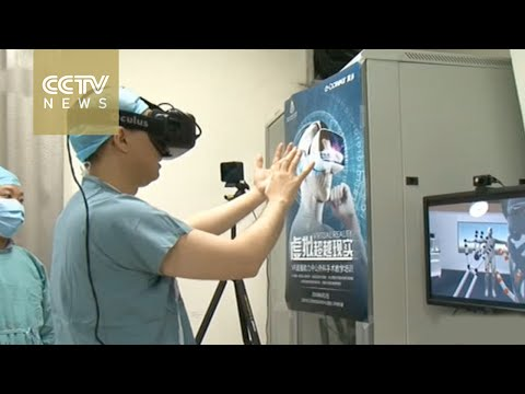 VR surgery: Surgeons use virtual reality to educate patients
