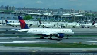 Delta Boeing 757-200 takeoff LaGuardia Airport