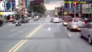 Camera hành trình ghi lại những cảnh va chạm xe oto68.com
