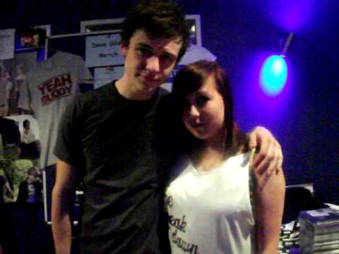 me and tommy bastow ment to be taking a photo..