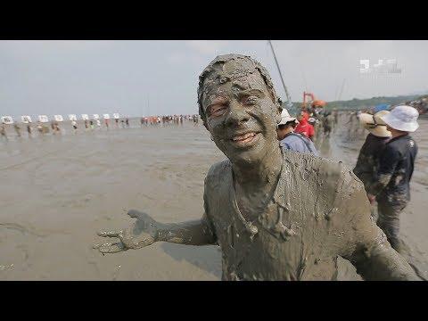 Японский шоу-бизнес и соревнования в бассейне из грязи. Япония. Мир наизнанку - 14 серия, 9 сезон - Как поздравить с Днем Рождения