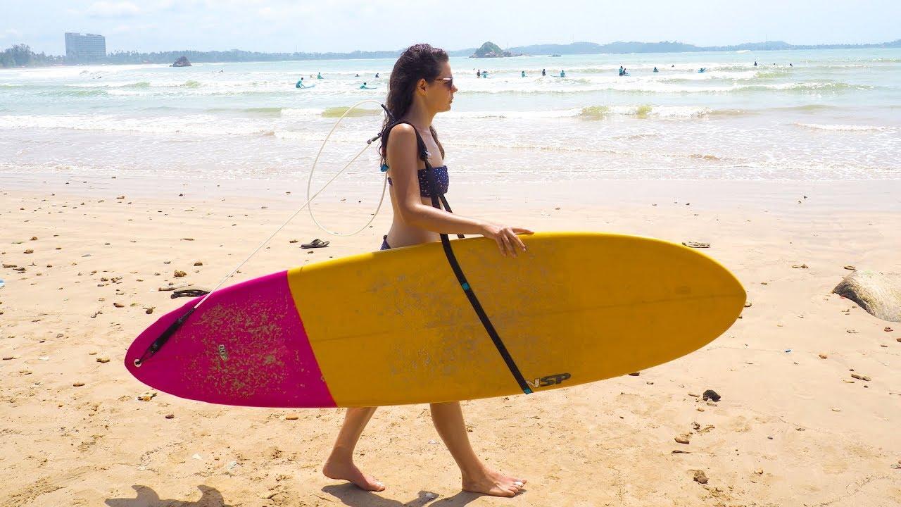 ליש על הכתף: לסחוב את הגלשן לים עם אותה הרצועה
