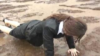 Repeat youtube video WET&MESSY(MUDDY)in heavy rain. リクルートスーツが泥だらけ