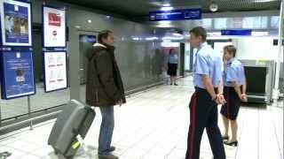 Aéroports de Lyon : avec le service des Douanes / with the customs officers streaming