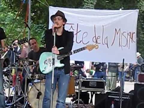 LADO - LEAFLESS ROSE (Live @ Fête de la musique Berlin 2010)
