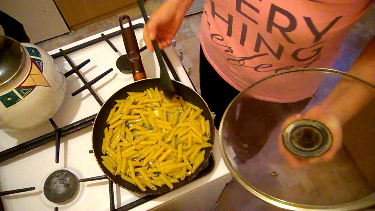 как пожарить макароны на сковороде