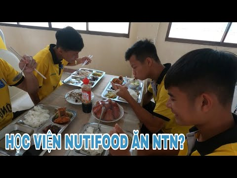 Chế độ dinh dưỡng của Học viện Nutifood ntn? Cầu thủ ăn gì trước trận đấu?