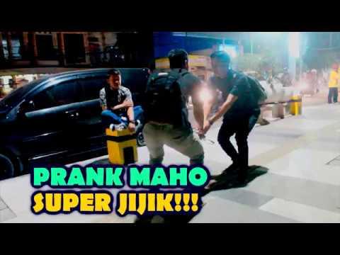 PRANK ADEGAN FTV (MAHO)  PUTUS URAT MALU -PRANK INDONESIA