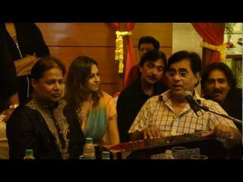 Preety Bhalla's Personal Collection (Jagjit Singh Singing Live Baat Niklegi To Phir)