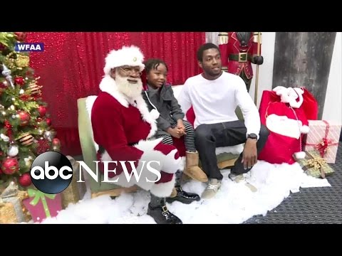 Meet the Mall of America's First Black Santa