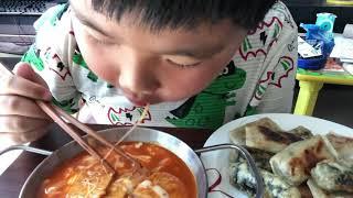 매콤한 떡볶이 먹방/치즈떡볶이/쭈욱 치즈/Cheese/…