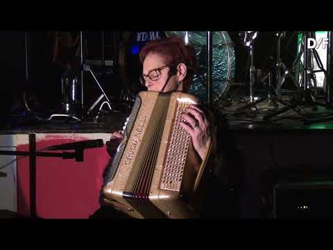 Music was my first love- Accordeon Carine Van den Steene