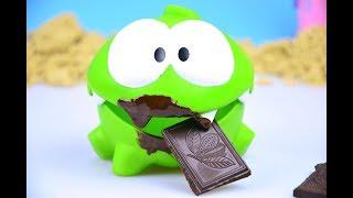 Ам Ням и шоколадное пирожное. Кто съел весь шоколад?  / Om Nom Cut the Rope Hulk Dinosaur Chocolate