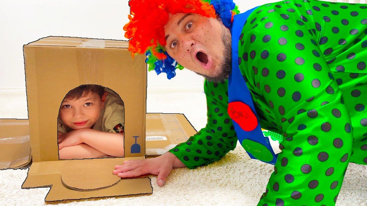 Егорка играет с Карлосом