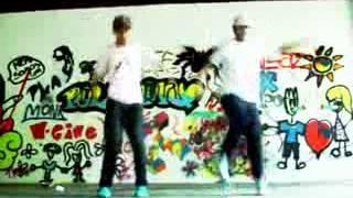 парни круто танцуют free step