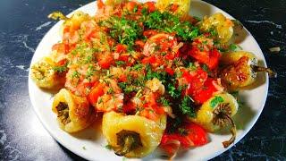 Болгарская кухня. Болгарский перец обжаренный целиком под помидорным соусом рецепт.