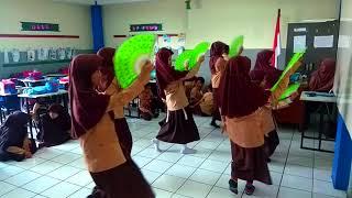 Latihan Tari Mappadendang Kelas 5B SDI Al-Kautsar