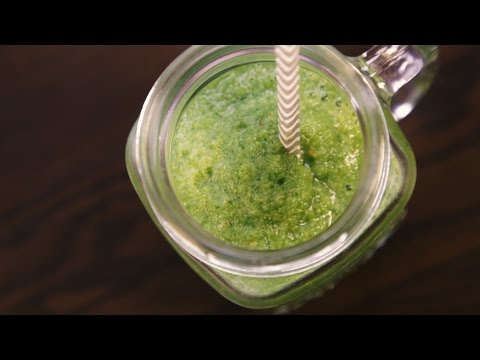 How To Make Dr. Oz's Glowing Green Smoothie