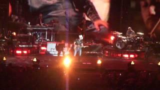 Waitin On a Woman-Brad Paisley (Live)