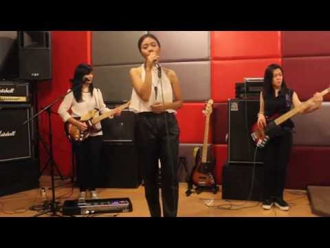 BABY I'M FALLIN - Soulmate (Cover) by Pops and The Beat feat. Bunga Xarisa