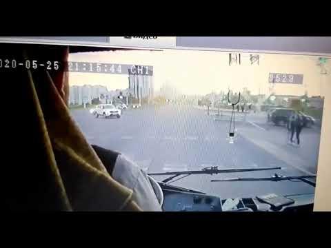 Троллейбус таранит «Хендай» в Минске