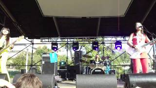 Shonen Knife playing Supergroup at FFF Fest 09 crappy audio and thu...