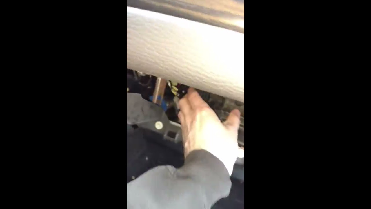 Cabin Air Filter Change 2007 Lincoln Mkx Youtube