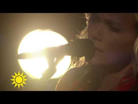 Ane Brun framför sin vackra cover av Unchained Melody - Nyhetsmorgon (TV4)
