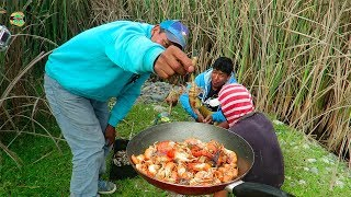 Pescando Camarones con Atarraya en Río - Pesca y Cocina al Aire Libre