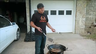 Cooking Fish on the Cowboy Wok / Mojarras Fritas on the Disco