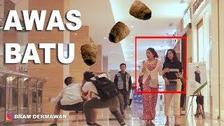 AWAS ADA BATU JATUH GOYANG POCO POCO - ft Putu Bahagiana Like Project M Javas BRAM DERMAWAN PRANK